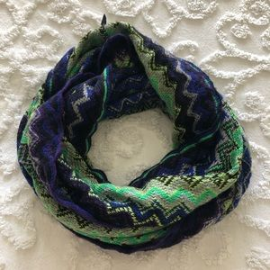 Accessories - EUC zig zag knit infinity scarf